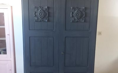 2-deurs kast met prachtige ornamenten