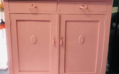 Commode oud roze